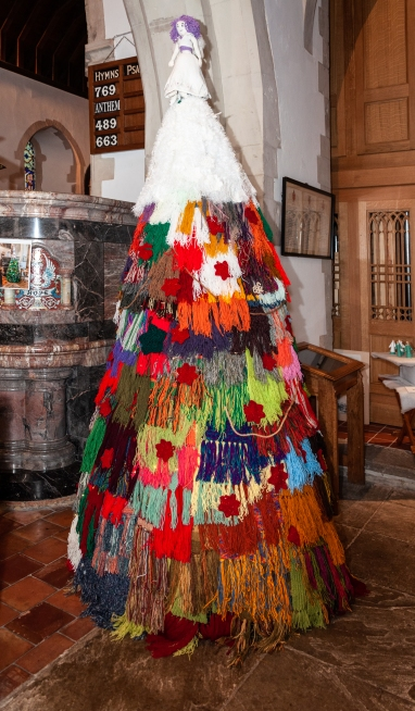 34_KnittedTree_A